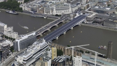 Londres inaugura el mayor puente solar del mundo