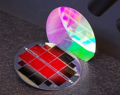 Las células solares en tándem logran un nuevo récord de eficiencia del 35,9%