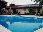 El calefactor solar de tubos de vacío de fabricación 100% española que sirve para calentar la piscina