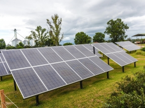 El único tambo certificado para exportar leche a la Unión Europea inaugura un sistema fotovoltaico