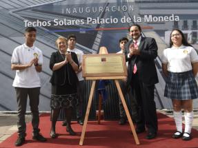 """Con el sistema fotovoltaico inaugurado en el Palacio de la Moneda ya son cien los """"Techos Solares Públicos"""""""