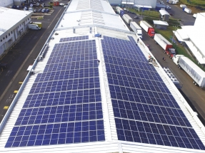 Una empresa alimenticia instala para autoconsumo un sistema de micro red eléctrica con paneles fotovoltaicos y baterías