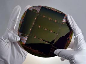 Acuerdo para comercializar células solares de alta eficiencia usadas en satélites espaciales