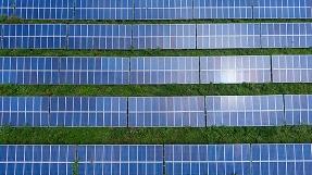 La patronal fotovoltaica pide una revisión al alza de los objetivos del Plan Nacional de Energía y Clima para abaratar el recibo de la luz