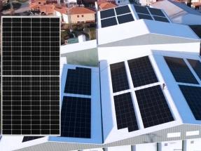 Sharp incorpora a su oferta el nuevo panel fotovoltaico de célula partida NU-JD440