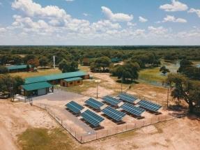 Inauguran una planta fotovoltaica en un apartado cuartel militar