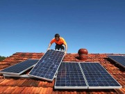 El líder del PSOE visitará a cien familias fotovoltaicas