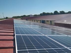 El autoconsumo fotovoltaico ayuda a ahorrar 3.000 euros al año a una granja avícola de Lleida