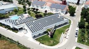 Cuál es la diferencia entre la inclinación de 30° y 10° de los paneles fotovoltaicos en cubiertas planas
