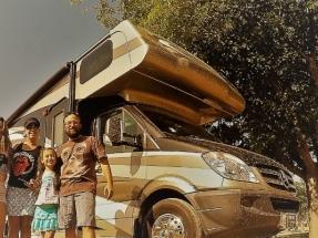 Un chileno inicia con su familia un tour geotérmico por el Cinturón de Fuego del continente americano