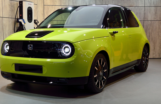 ¿Se deben incentivar el coche eléctrico y el híbrido enchufable?