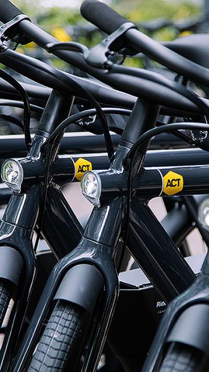 Los empleados de ACT Commodities recibirán una bicicleta eléctrica que se recargará solo con electricidad renovable