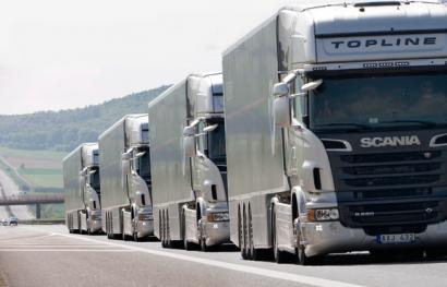 Los 28 acuerdan reducir las emisiones de CO2 de camiones en un 30% para 2030