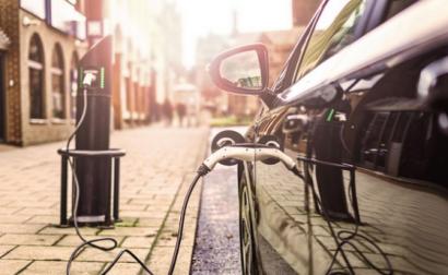 La Eurocámara pide recortar en un 40% las emisiones de coches para 2030