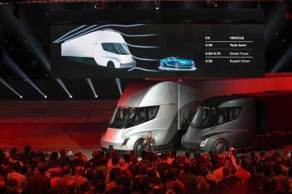 EEUU: Tesla desvela su camión eléctrico y adelanta el futuro