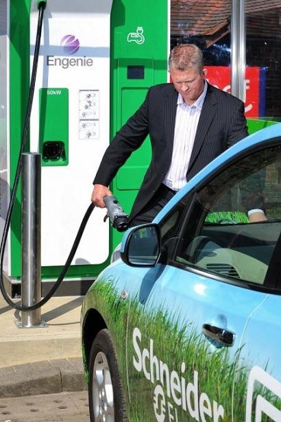 Primera red de recarga rápida para vehículos eléctricos del Reino Unido