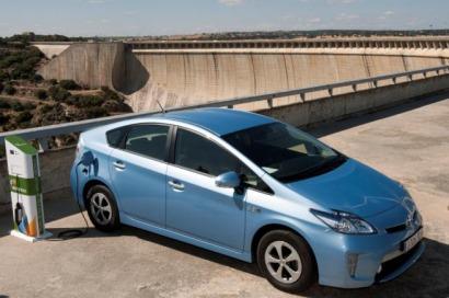 Toyota cede un Prius híbrido enchufable al gobierno autónomo de Madrid