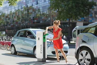 Schneider Electric y Eiffage Energía pisan el acelerador de la movilidad eléctrica