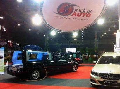 Presentan en Valencia un coche fúnebre eléctrico
