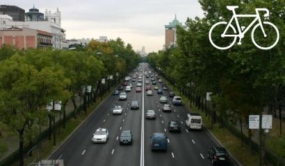 Aparcamientos para bicis en Madrid, pero también un carril propio en la Castellana