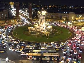 Barcelona prohíbe circular a los coches que más contaminan a partir de 2020