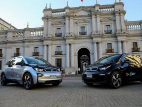 Adjudican vehículos eléctricos para el Presidente y algunos ministros