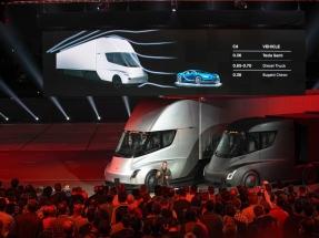 Tesla desvela su camión eléctrico y adelanta el futuro