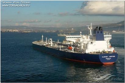 Alarma ante la llegada a Bizkaia de este barco cargado con petróleo pesado