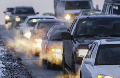 Los ecologistas exigen al sector del automóvil y del petróleo que no obstaculicen la transición energética
