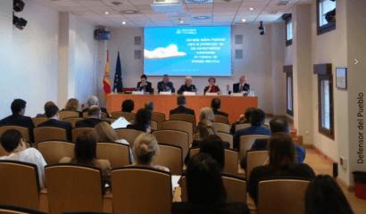 La Defensora del Pueblo plantea 11 recomendaciones para mejorar el bono social eléctrico