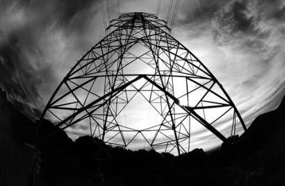 Nadal apela a un Pacto de Estado por la Energía y convoca acto seguido una subasta sin consultar con nadie