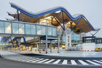 Acciona suministrará energía renovable a todos los aeropuertos de Aena en la Península