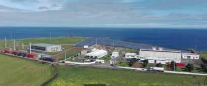 Una isla portuguesa, primera del mundo en instalar un sistema híbrido eólico-FV con acumulación de escala megavatio