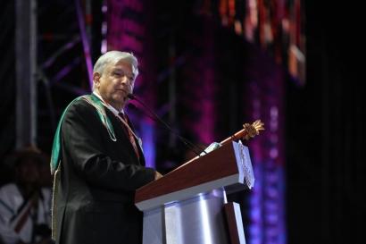 Asume López Obrador como presidente y se para una licitación de renovables
