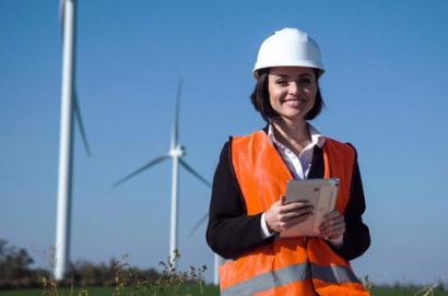 IRENA lanza una encuesta global sobre el papel de las mujeres en las energías renovables