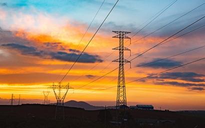 Unidas Podemos propone nacionalizar una compañía eléctrica