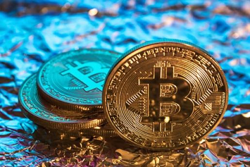 Por qué invertir en energías renovables en lugar de en bitcoins