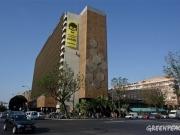 Greenpeace despliega una gran pancarta en Sevilla contra las eléctricas