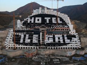 """Greenpeace abre una convocatoria de """"ideas arriesgadas"""" para tirar el hotel de El Algarrobico"""