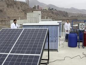 Diseñan un desalinizador de agua marina con energía fotovoltaica y termosolar