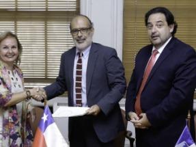 El Gobierno firma con el BID un crédito por 100 millones de dólares para desarrollar un programa de energía sostenible