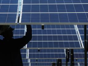 Bloomberg certifica que eólica y solar son las fuentes más baratas de generación