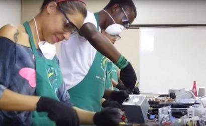 BRASIL: Un proyecto aúna la inclusión social y el reciclado de desechos electrónicos en sistemas solares térmicos