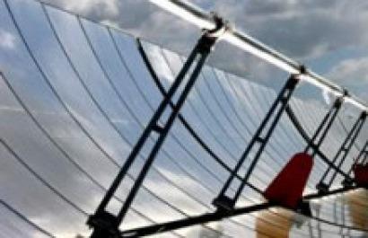 1 km2 de sol ahorra 6 millones de barriles de petróleo al día