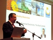 El español Luis Crespo preside el acto de apertura del mayor congreso termosolar del mundo